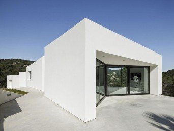 ampla janela em casa minimalista