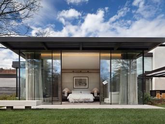 vista de quarto com paredes de vidro
