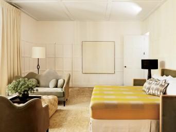 quarto com mobiliário moderno e vintage