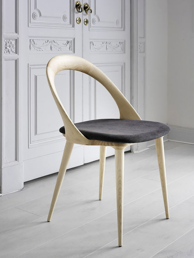 Cadeira de Madeira com Formas Curvas